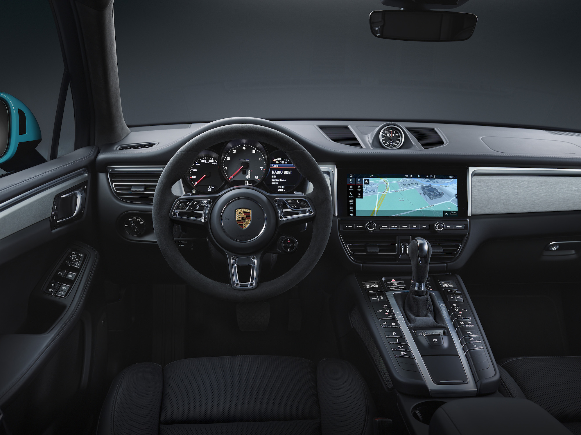 Grand écran, connectivité permanente et conduite semi-autonome — Nouveau Porsche Macan
